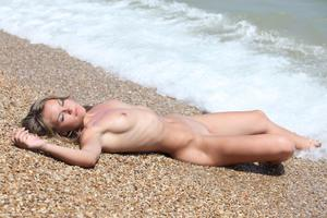 Unconsious Nude Women 53