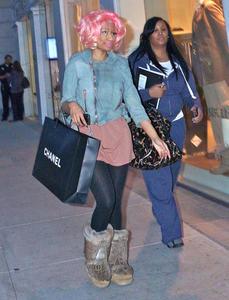 Ники Минаж, фото 139. Nicki Minaj and a friend out shopping in Beverly Hills 2-10-12, foto 139