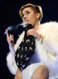 Miley Cyrus MTV Europe Music Awards 10.11.2013 (x31) Th_43537__zibeno7_celebsforum.forumpl.net_15_122_515lo