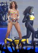 th_12557_RihannaperformsinAntwerp22.10.2011_06_122_516lo.jpg