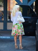 Холли Мэдисон, фото 1955. Holly Madison Starbucks in LA Market FEB-1-2012, foto 1955