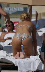 http://img261.imagevenue.com/loc153/th_762683699_Donna_Vekic_Bikini_08_122_153lo.jpg